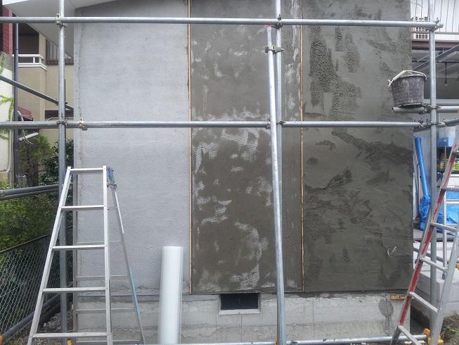壁のモルタル塗